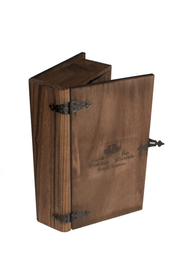 Excelente estuche de madera con forma de libro para regalar 2 botellas de vino.